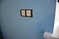 Две розетки врамке вдесткой комнате