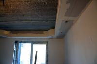 Монтаж ишпатлевание потолочного короба срадиусами вуглах исветильниками накухне