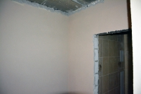 Отделка коридора декоративной штукатуркой короед