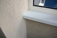 Установка подоконников иотделка стен короедом набалконе