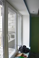 Готовый потолочный короб со светильниками иоткосы окна вдетской