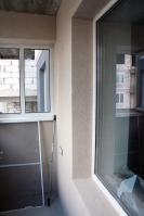 Установка подоконников иотделка стен иоткосов короедом набалконе