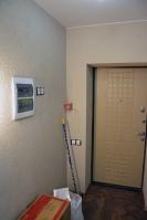 Отделка коридора квартиры декоративной штукатуркой короед